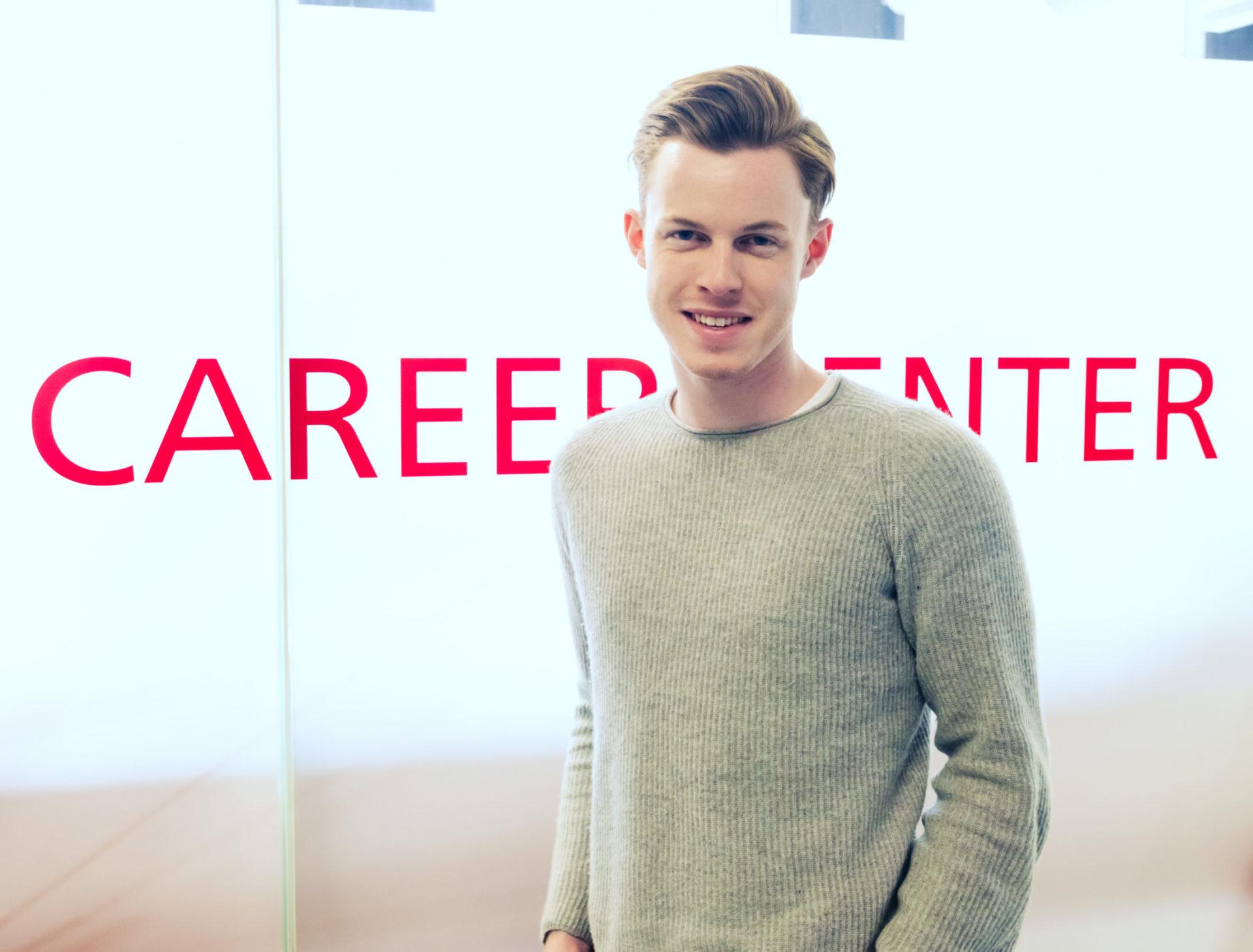 Student vor Career Center
