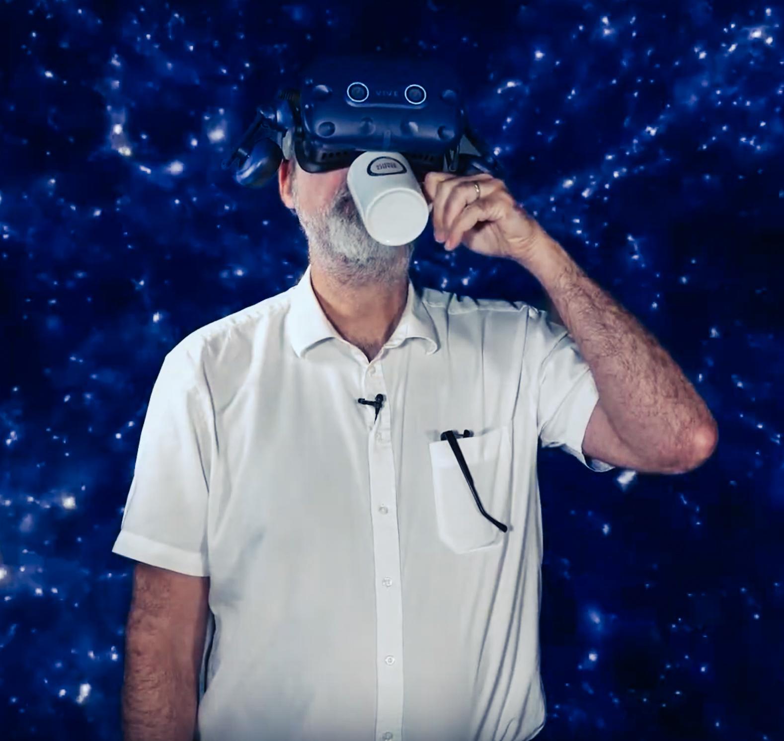 IMC Forscher Michi Reiner mit VR Brille